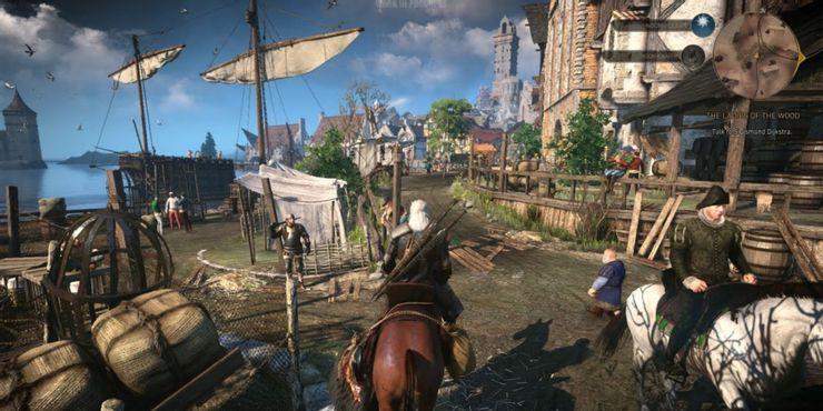 The Witcher 3 Wild Hunt - игрок идет через городские доки на лошади